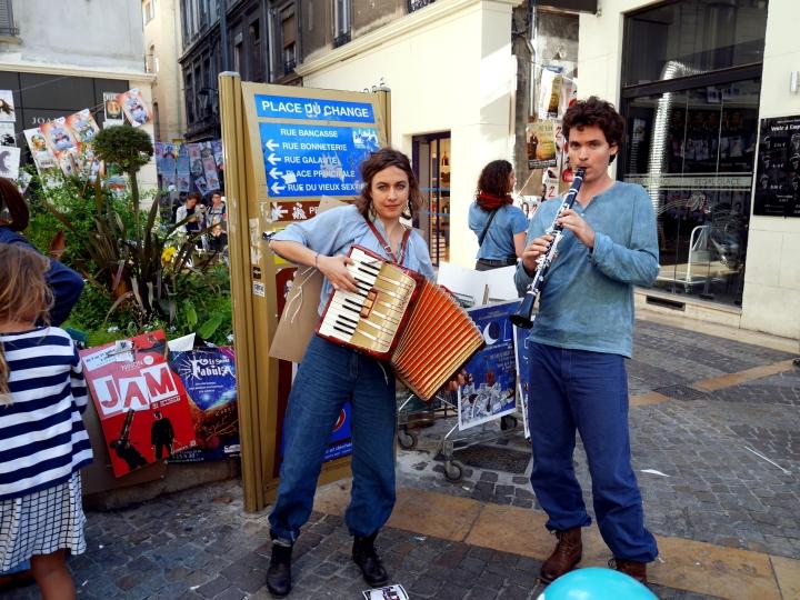 Musiciens d'une troupe de théâtre au Festival d'Avignon